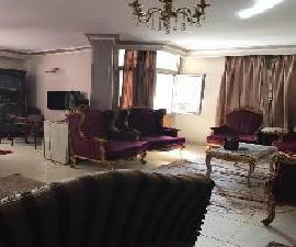 شقة للايجار تصلح مكتب اداري بالمعادي بالقرب من المترو 125م